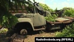 Сгоревший грузовик в селе Верхнеторецкое Донецкой области, архивное фото