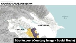 Dağlıq Qarabağ: mor – muhtar cumhuriyetniñ asıl toprağı; sarı – ermeniler zapt etken topraq
