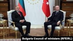 Прем'єр-міністр Болгарії Бойко Борисов (л) з президентом Туреччини Реджепом Тайїпом Ердоганом (п) в Анкарі, 2 березня 2020 року