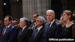 Армян геноцидін еске алу жиынына қатысып тұрған Джо Байден. 2015 жыл.