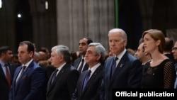 Президент Армении Серж Саргсян и вице-президент США Джозеф Байден среди участников религиозной церемонии