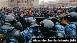 Demonstrators clash with police during a protest against the jailing of opposition leader Aleksei Navalny in Moscow on January 31.