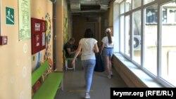 В коридорах севастопольской детской поликлиники №2