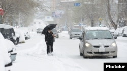 Armenia - A heavy snowfall in Yerevan, 30Mar2014.