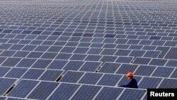 Сонячна електростанція неподалік Сімферополя, Крим, березень 2014 року