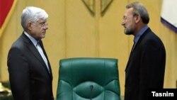 علی لاریجانی (راست) رئیس مجلس میماند.
