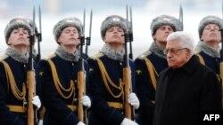 عباس در این تصویر از مارس ۲۰۱۳ در دیدار از مسکو