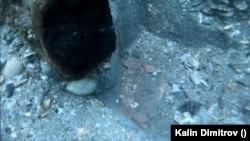 През 2020 г. подводните археолози се натъкват на материали, които показват, че преди 6000 години на това място е имало селище, което се е намирало изцяло на сушата