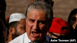 Pakistani Foreign Minister Shah Mehmood Qureshi has urged Washington to help Afghanistan rebuild even if it eventually removes its troops.
