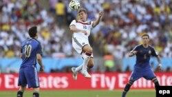 Toni Kroos və Lionel Messi - 2014-cü il dünya çempionatı. Brazil, 13 July 2014.