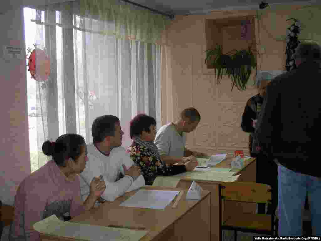 Voting in Dnipropetrovsk.