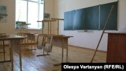 Юные жители села Саберио, расположенного с абхазской стороны административной границы, целый месяц ждали разрешения на посещение школы в селе Пахулани
