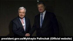 Президент України Петро Порошенко (праворуч) і генеральний секретар ООН Антоніу Ґутерріш, Давос, 23 січня 2019 року