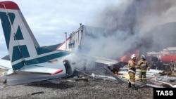 """На месте аварийной посадки пассажирского самолета Ан-24 авиакомпании """"Ангара"""""""