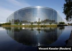 Ședințele Parlamentului European au loc și la Strasbourg, dar mare parte din activitățile comisiilor se desfășoară în Bruxelles