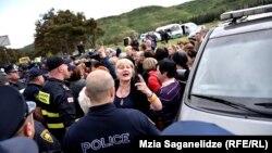 Акция протеста на подступах к Мтацминдскому парку