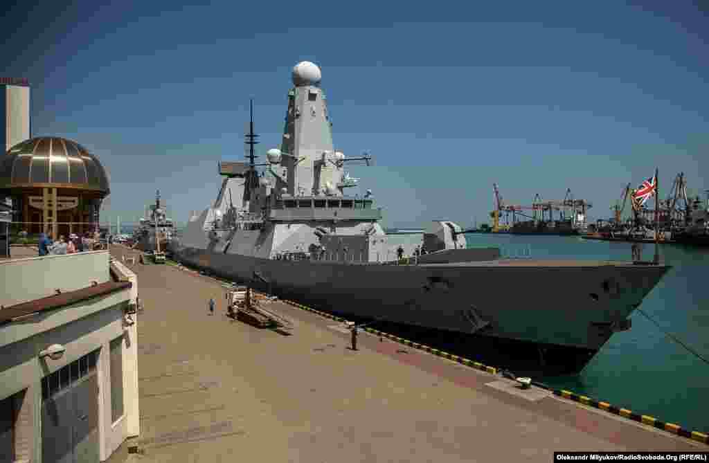 Ескадрений міноносець Duncan (type 45 destroyer) – тип сучасних есмінців з керованою ракетною зброєю. Був спущений на воду 2010 року