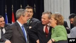 Presidenti i SHBA-ve, kreu i NATO-s dhe kancelarja gjermane