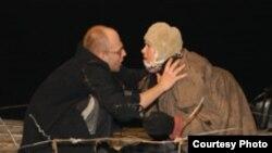"""«Лев Эренбург знает, как человек переносит боль. Об этом его спектакль """"На дне""""»"""