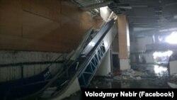 Ескалатор у новому терміналі, з якого бойовики кидали гранати