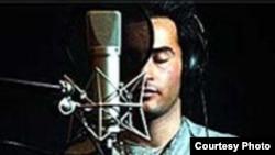 «یاس» که همواره در ترانه هایش، از نگاه یک «مسلمان معتقد»، برخی انتقادهای خود را از دنیای اطرافش مطرح می کند، در این ترانه نیز به شنونده خود یادآوری می کند که در دنیای مسلمان، به گفته او «بازی کردن با آبروی دیگران»، ممنوع است.