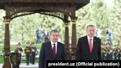 Президенты Узбекистана и Турции Шавкат Мирзияев и Реджеп Тайип Эрдоган. Ташкент, 30 апреля 2018 года.