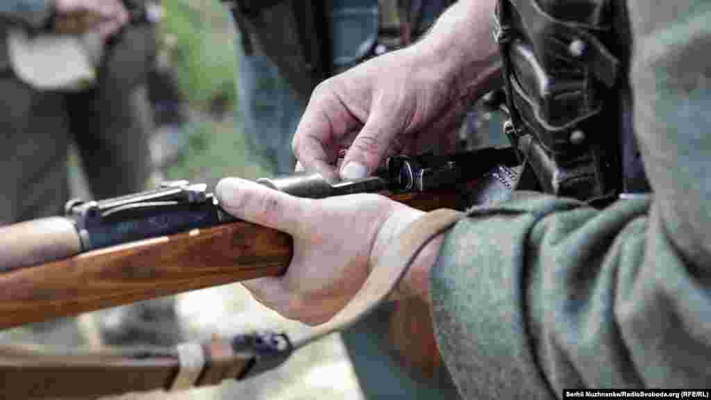 Наповнення гвинтівки набоями