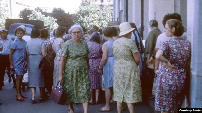 Обычная городская очередь, 1963 год