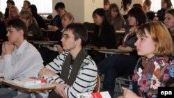 Boloniya Deklarasiyasında birmənalı şəkildə hansı metodla rektorların seçilməsi yazılmayıb