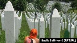 U Memorijalnom centru Potočari do sada su ukopani posmrtni ostaci 6.610 pronađenih i identifikovanih žrtava genocida a za više od 1.000 još se traga.