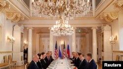 АКШ - Орусия делегацияларынын кеңири курамда жолугушуусу. Хелсинки, 16-июль, 2018-жыл.