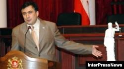 """В """"Нацдвижении"""" оценивают законопроект как попытку ослабить влияние бывшей партии власти на суд"""