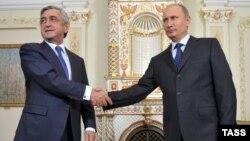 Владимир Путин (оңдо) менен Серж Саркисян Москвадагы жолугушууда, 3-сентябрь, 2013