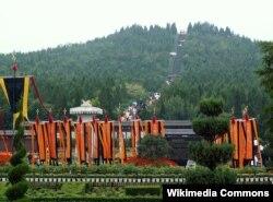 Туристическая дорога к открытым для посещения комплексам гробницы Цинь Шихуана