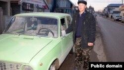 Математик Есенбек Уштенов из Сарыагаша зарабатывает на жизнь частным извозом. 10 января 2013 года.