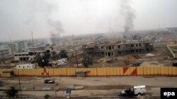 مشهد لمبنى مجلس قضاء الفلوجة الذي دمره مسلحون في 3 كانون الثاني 2014.