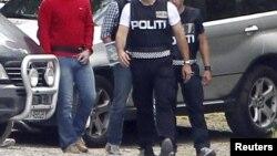 Андерс Брейвик, арестованный полицией