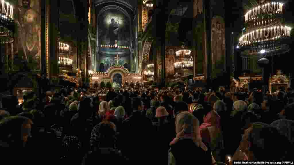 Богослужіння і освячення пасок у Володимирському соборі