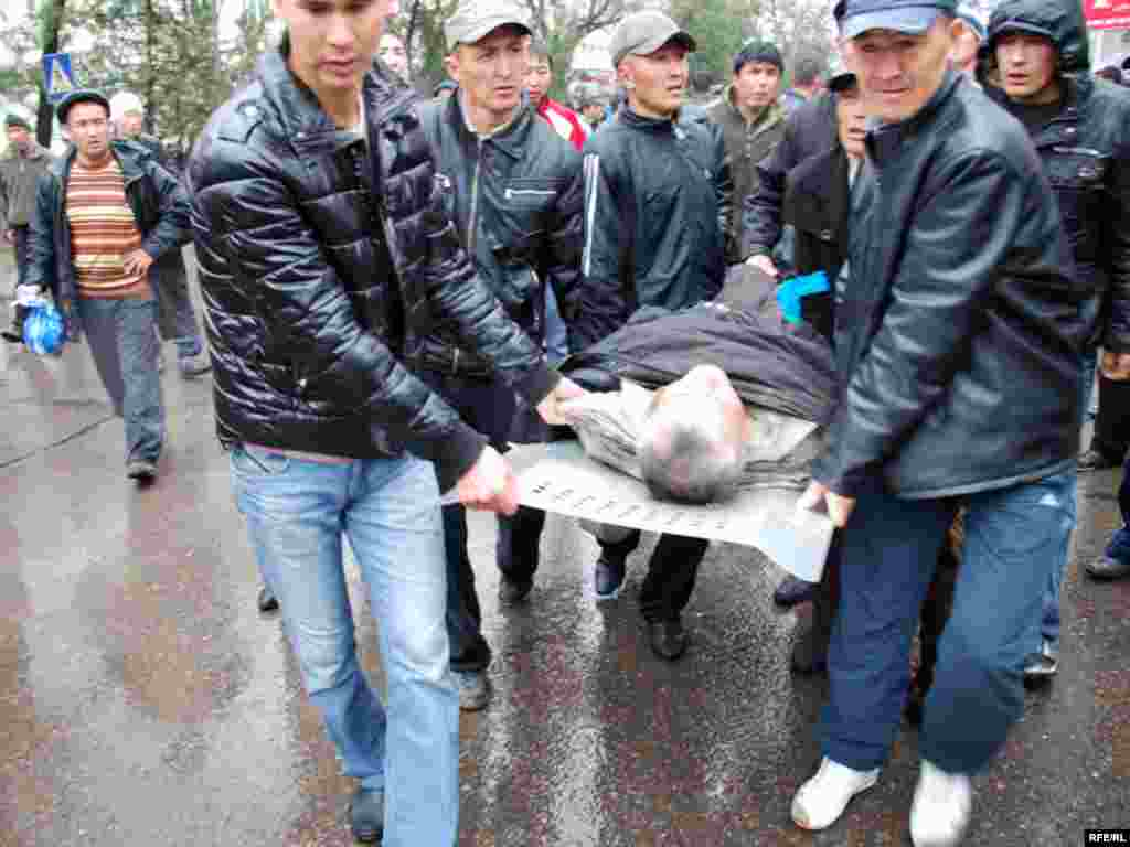 An injured man is carried away in Bishkek.