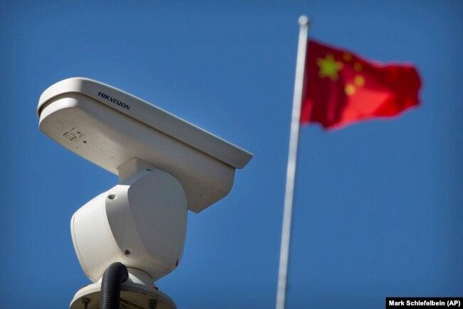 Kineska kompanija Hikvision, djelomično u državnom vlasništvu, lider je u tehnologiji prepoznavanja lica.