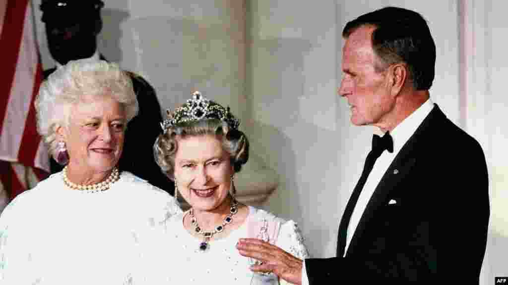 С президентом США Джорджем Бушем и его супругой Барбарой в Вашингтоне, 14 мая 1991 года.