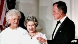 1991 год. Разам з брытанскай каралевай Элізабэтай.