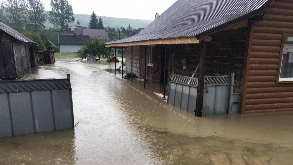 Спасатели сообщили о наиболее пострадавшие от наводнения районы Закарпатья и перекрытые дороги