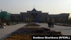 Қазақстан қорғаныс министрлігі ғимараты. Астана, 16 қазан 2011 жыл. (Көрнекі сурет)