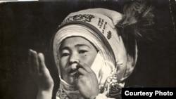 Темир ооз комузчу Сыйна Шайбекова, 1960-жылдар