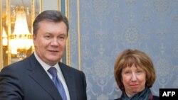 Catherine Ashton dhe Vikktor Yanukovich para takimit të tyre në Kiev