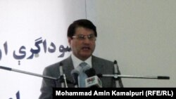 د افغانستان سوداګرۍ وزیر انورالحق احدي