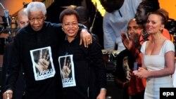 Нельсон Мандела на концерте в честь своего 90-летия в лондонском Гайд-парке