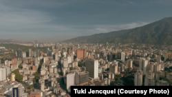 Каракас, кадр зь фільму Está Todo Bien
