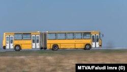 A tavaszi lezárások alatt sokszor nem volt gond a tömeg vagy maszk a Volán buszain. Itt például egy utasa sem volt ennek az épp Csepel felé haladó menetrendszerinti járatnak.
